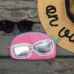 Thirty one}• sunglasses pouch